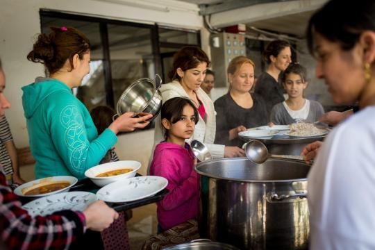 Pater Petzold muss mit wenig Geld viele Flüchtlinge ernähren