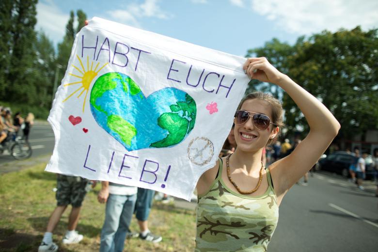 """Technoparade """"Zug der Liebe"""""""