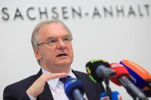 Para su país, el límite está en 12.000 personas por año, dijo el primer ministro de Sajonia-Anhalt, Reiner Haseloff