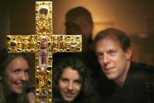 Foto: pa/dpa/dpa-ZB 2008 konnten Besucher das Borghorster Stiftskreuz noch in einer Ausstellung in Magdeburg bewundern, fünf Jahre später wurde es gestohlen