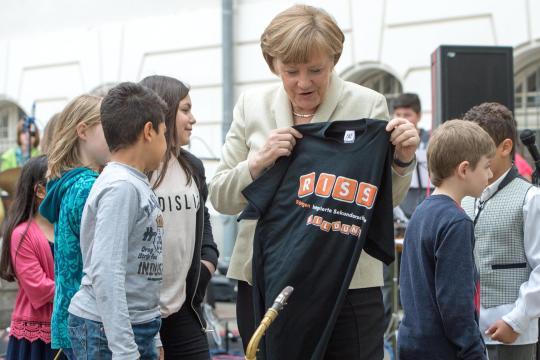 <br /> Bundeskanzlerin Angela Merkel besucht die Berliner Röntgen-Schule<br />