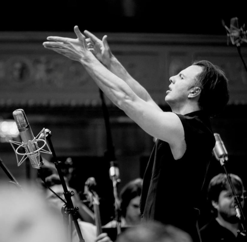 WS Kultur Beethoven 5. Symphonie No. 5 ++ Teodor Currentzis © Julia Wesely ++ Info/Quelle: It was taken during the recording of the Fifth Symphony in Vienna. And it is almost exclusive. This image was used only ones – in one Japanese magazine. Oksana Gekk , oksana.gekk@musicaeterna.org