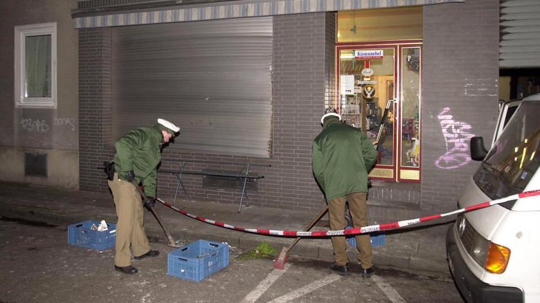 Der Nagelbombenanschlag in Köln 2001 wurde gerade im Münchner NSU-Prozess aufgearbeitet. Doch es bleiben noch viele Fragen offen: In drei Bundesländern werden deshalb Parlamentarische Untersuchungsausschüsse eingesetzt, um Antworten zu finden
