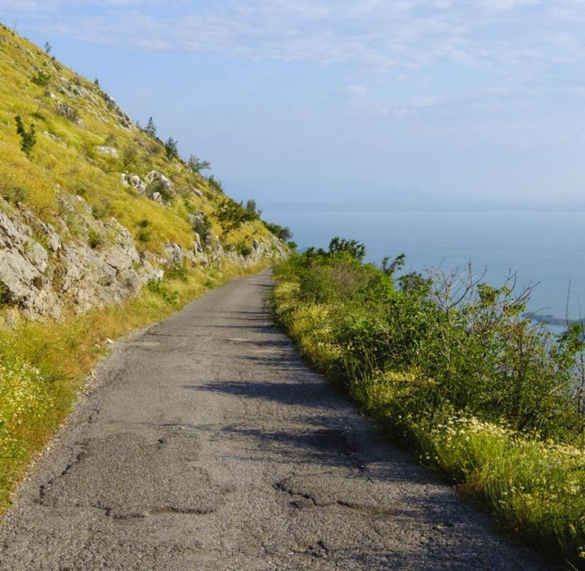 At Lake Skadar in Montenegro: Drivers shouldn't be too distracted by the view on the mountain road