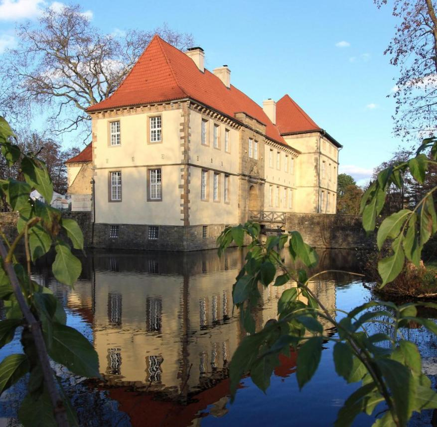 Strünkede Castle in Herne: In Westphalia, the moat around an aristocratic seat is called a moat