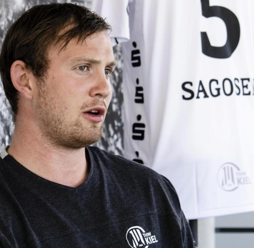 """Sander Sagosen speaks during an interview.  The 24-year-old handball player from Norway has switched from French champions Paris Saint-Germain to THW Kiel for the new season.  (To dpa-KORR """"Handball star Sagosen wants to become a world handball player in Kiel"""")"""
