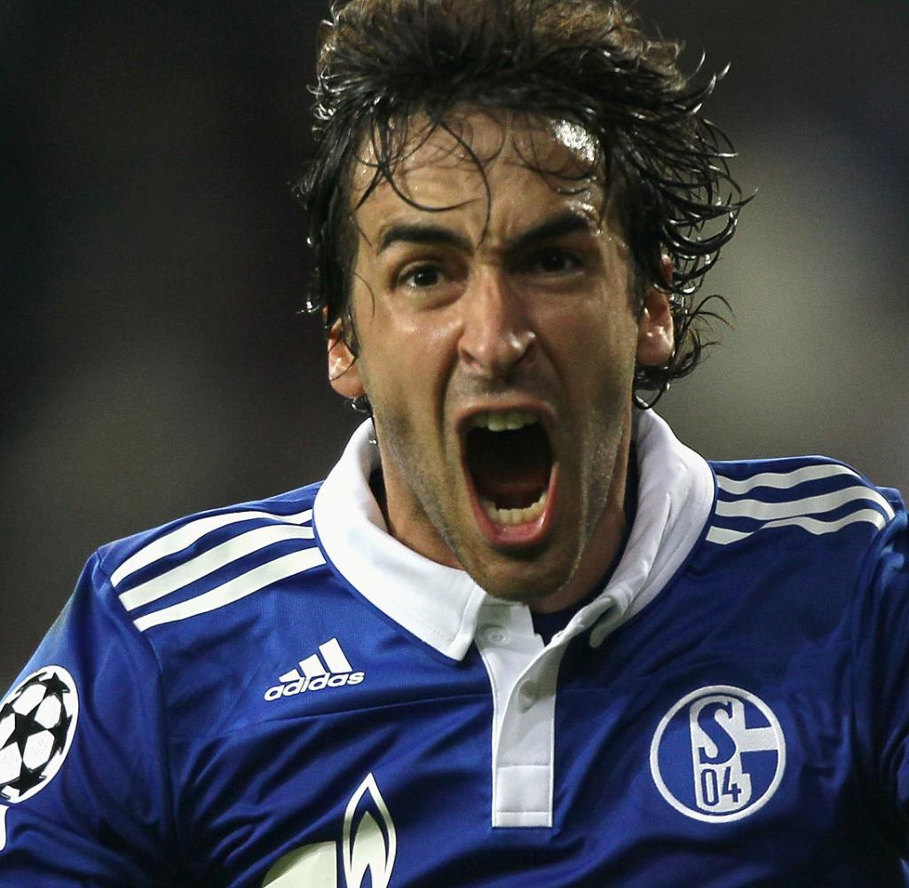 So that Raúl feels comfortable at Schalke, two more Spanish players were signed on