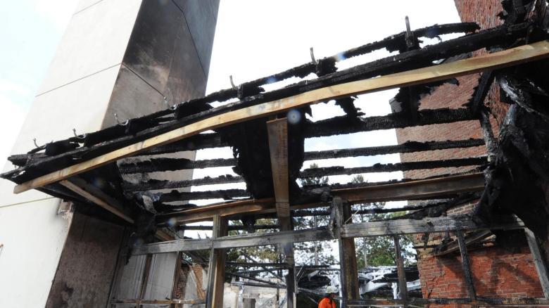 Die ausgebrannte Willehadi-Kirche. Bei dem Brand im Juli entstand ein Schaden von rund einer Million Euro – aber auch in ihrer Stadt ist etwas kaputt gegangen, sagen die Menschen in Garbsen