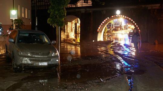 Wassermassen verwandelten Straßen in reißende Flüsse