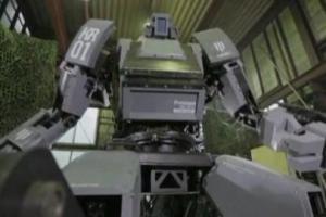 Roboter des Künstlers Kogoro Kurata