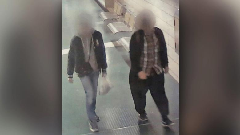 cámara de vigilancia muestra sospechosos