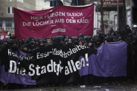https://i2.wp.com/img.welt.de/img/weltgeschehen/crop123206106/4390712920-ci3x2l-w580-aoriginal-h386-l0/Demonstration-im-Schanzenviertel-in-Hamburg-3-.jpg?resize=447%2C297