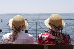Zwei Damen am Bodensee: Tausende Deutsche haben ihre Anträge auf die Rente mit 63 schon gestellt