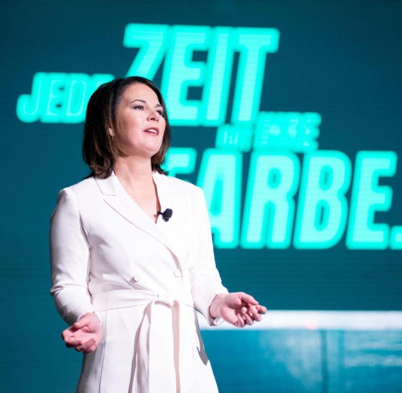 November 20, 2020, Berlin: Annalena Baerbock, federal chairwoman of Bündnis 90 / Die Grünen, stands gesticulating on the podium at the beginning of the three-day, digital federal party conference of the Greens.  In the year of its 40th anniversary, the Greens want to adopt a new basic program.  The party congress takes place as a large video conference.  Only the board and the presidium are in the broadcasting center, in the Tempodrom.  Photo: Kay Nietfeld / dpa |  Usage worldwide