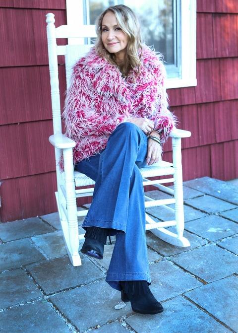 Hear Joan Osborne's 'Feminist Spin' on Bob Dylan's 'Tangled Up in Blue'
