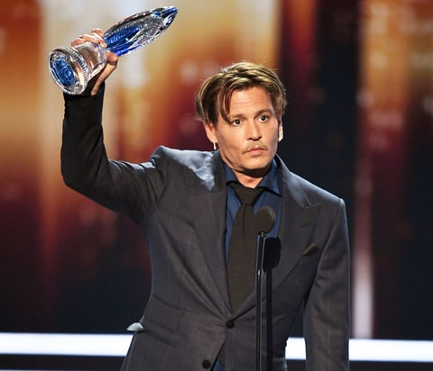 Johnny Depp accepts Favorite Movie Icon onstage during the People's Choice Awards 2017 at Microsoft Theater on January 18, 2017 in Los Angeles, California.