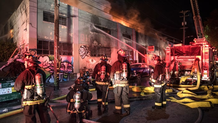 https://i2.wp.com/img.wennermedia.com/article-leads-horizontal/oakland-fire-warehouse-acb3ea7d-97fa-4d5d-bed9-d253afa89df8.jpg?w=1200