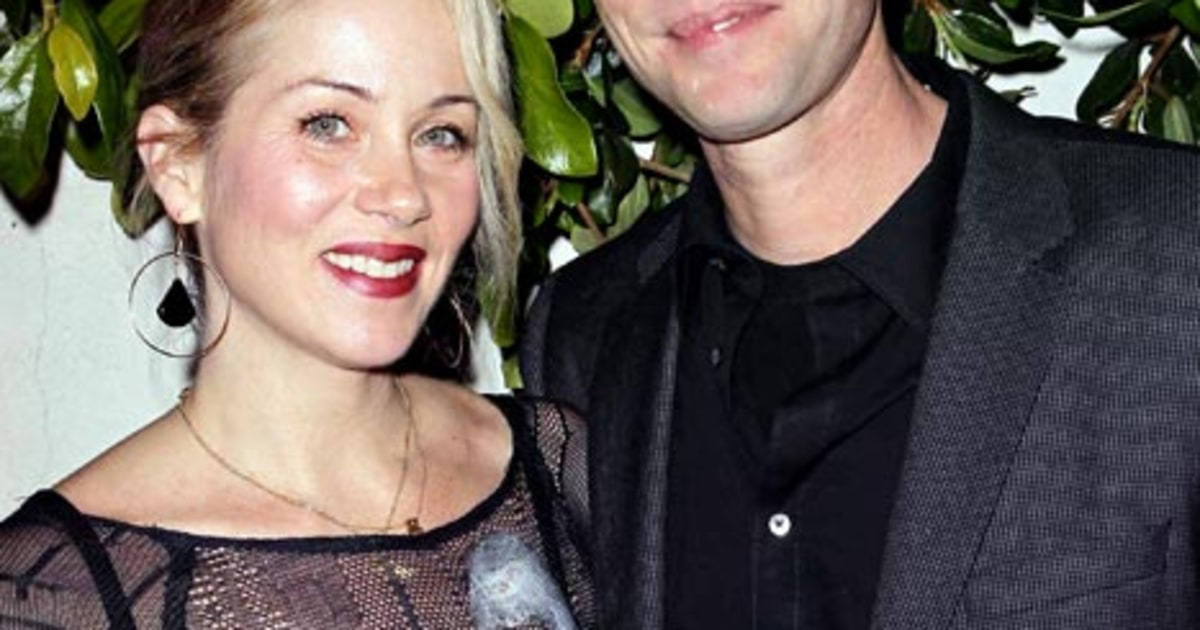 Christina Applegate Marries Martyn LeNoble Wedding Dress Ceremony Details Us Weekly