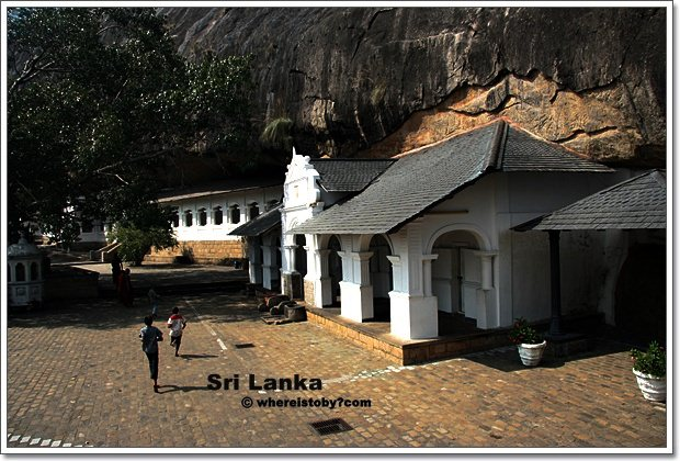 斯里蘭卡。Dambulla-岩石頂上的石窟神廟