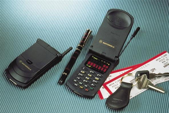 From Backpack Transceiver to Smartphone: A Visual History of the Mobile Phone