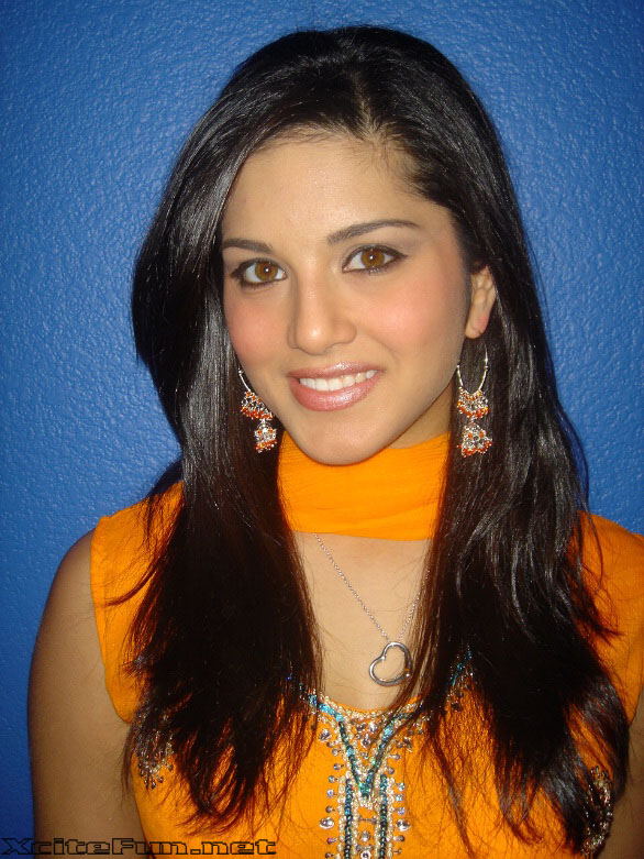 Sunny Leone The Charismatic Beauty In Salwar Kameez
