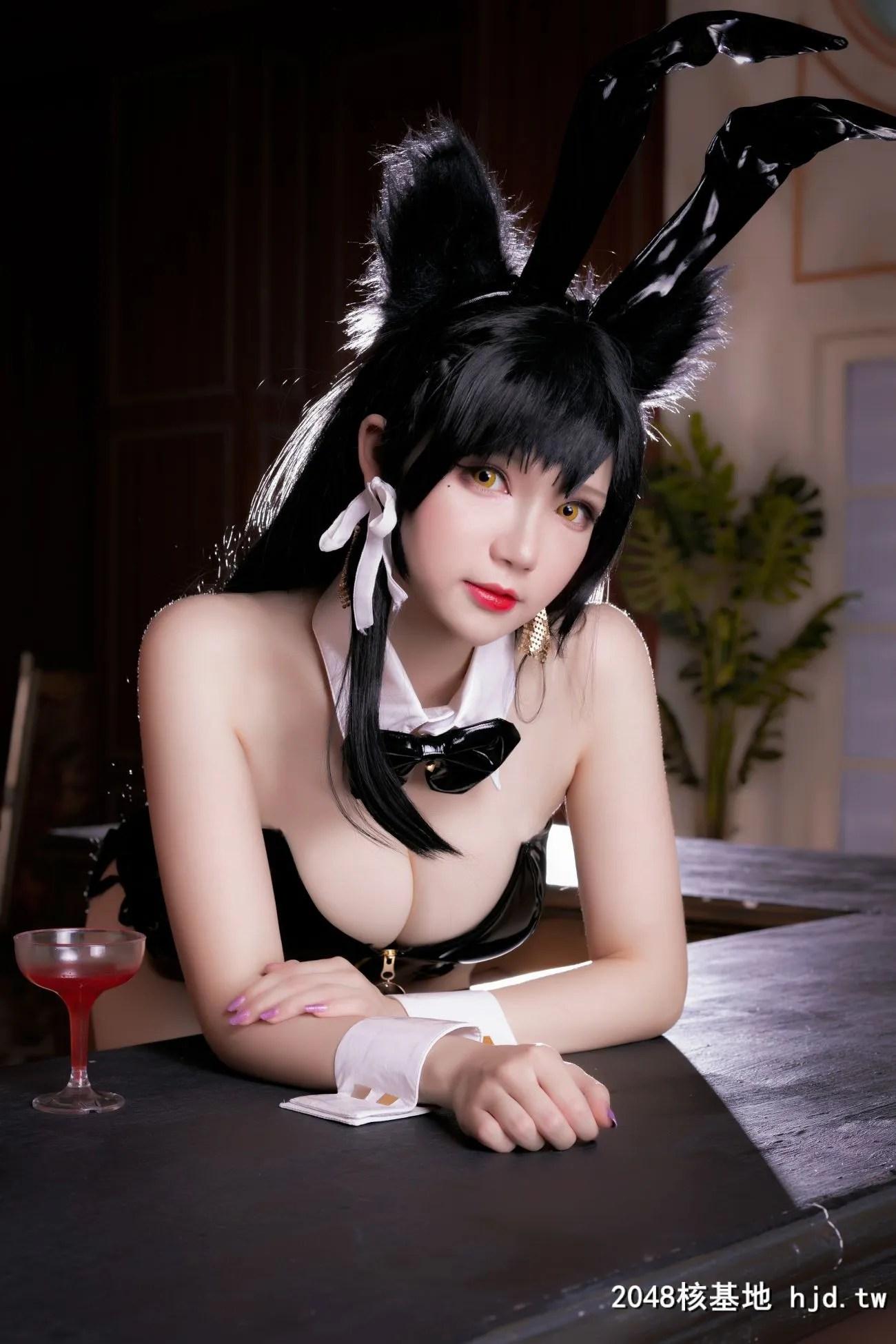 《碧蓝航线》爱宕性感黑丝吊带兔女郎Cosplay【CN:雪晴Astra-】 (30P)插图(2)