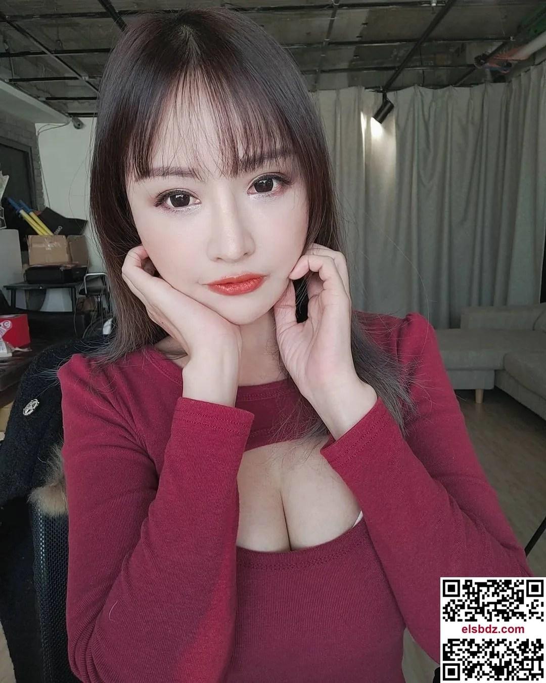 """Lei Yi """"发育成熟的美乳"""" 粉丝看了忍不住大赞插图(4)"""