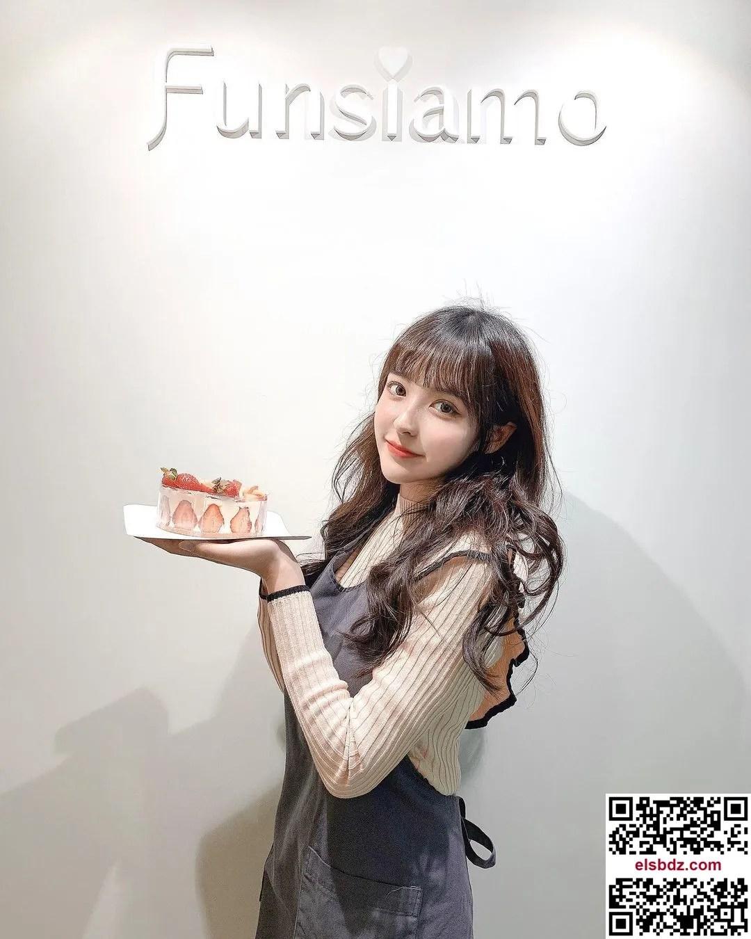 """LeeU """"窈宨曲线""""超诱人,""""一字领低胸造型""""电晕!插图(7)"""
