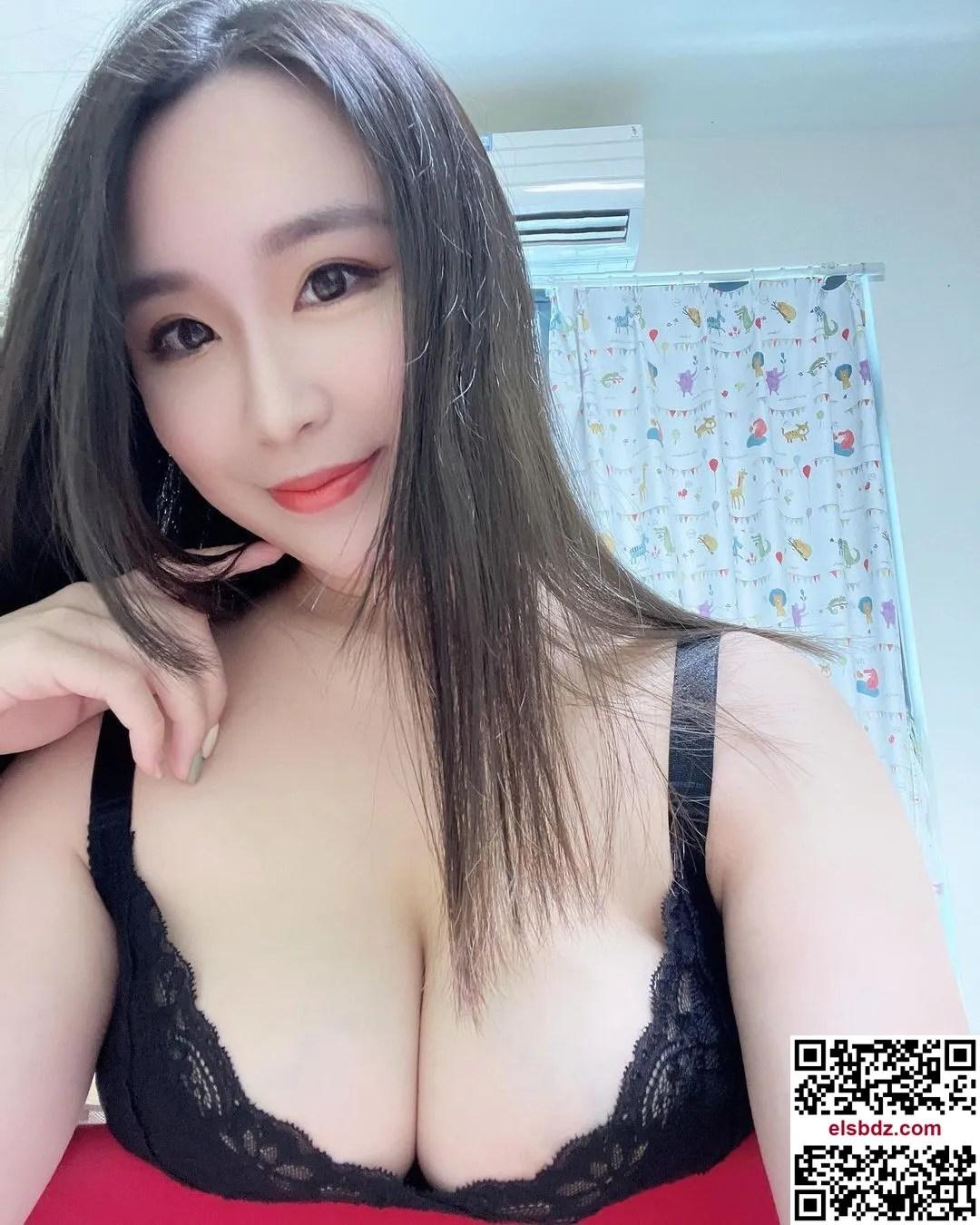 """超巨美乳""""孙SUN""""丰胸有成大方袒露插图(7)"""