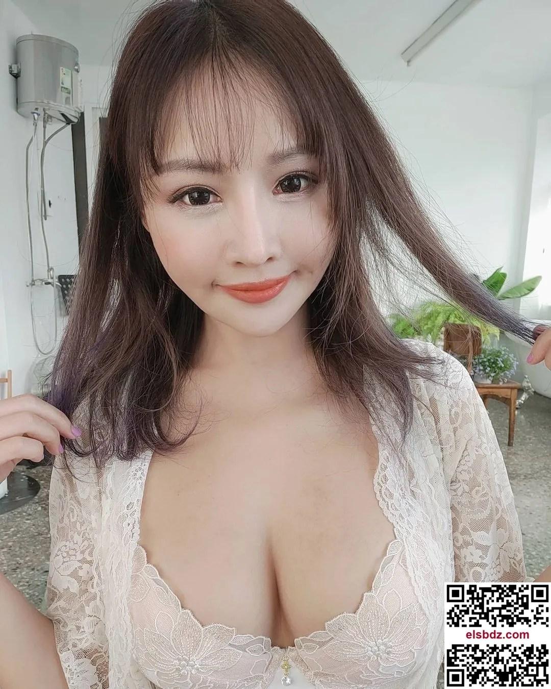 """Lei Yi """"发育成熟的美乳"""" 粉丝看了忍不住大赞插图(2)"""