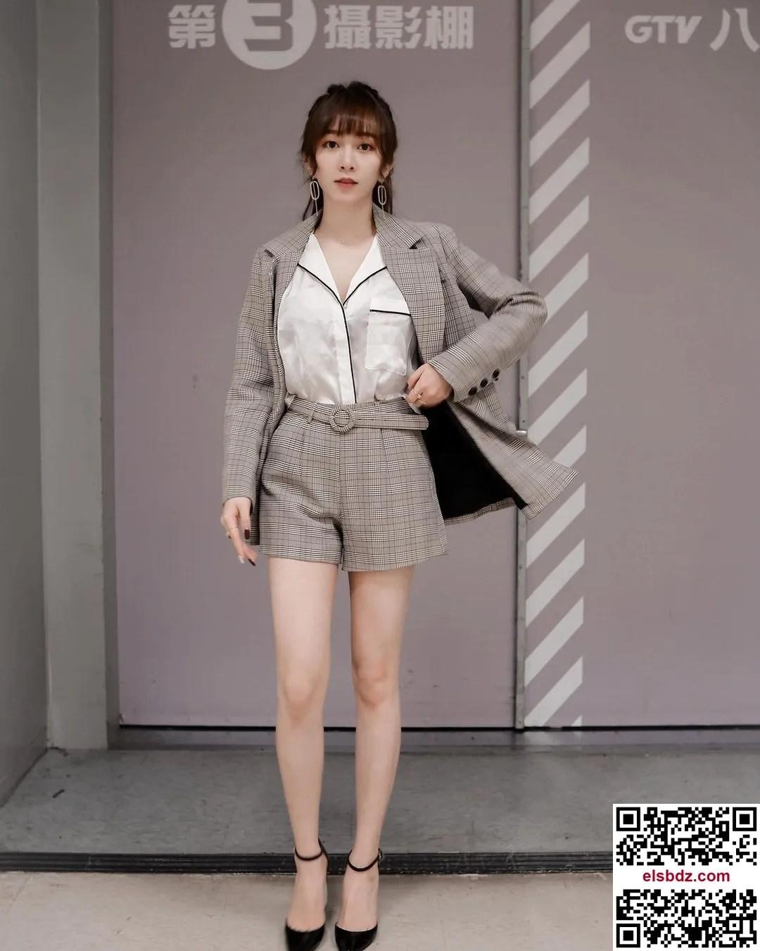 """甜美笑容的气质正妹""""泫"""",拥有超美嫩白长腿插图(9)"""