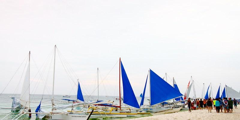 【長灘島旅遊】菲律賓長灘島旅遊必玩水上活動分享:夕陽帆船&拖曳傘&飛魚|長灘島自由行攻略