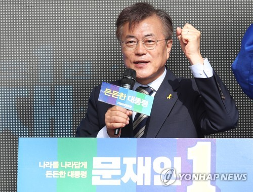 This photo taken on May 6, 2017, shows Moon Jae-in, then a candidate of the liberal Democratic Party, on the campaign trail. (Yonhap)