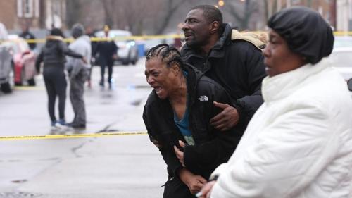 울부짖는 총격 피해자 가족