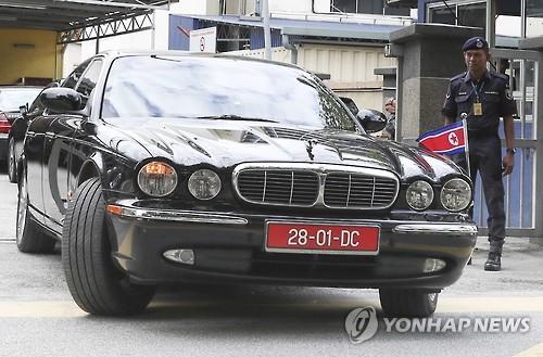 김정남 부검 병원 떠나는 北대사 차량