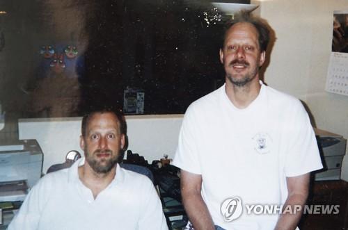 총기난사 범인 스티븐 패덕(오른쪽)과 그의 형제 에릭. 촬영날짜 미상