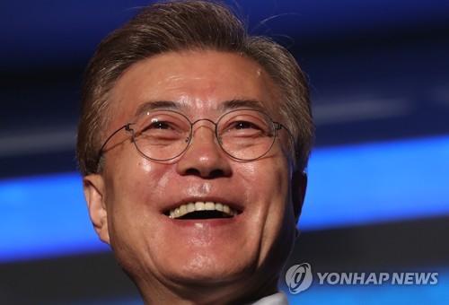 활짝 웃는 문재인 대통령
