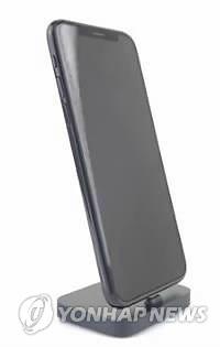 아이폰 8 유출 정보에 입각해 제작된 모형