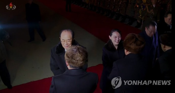 북 TV, 고위급대표단 평양 도착 영상 방영