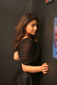 Actress Shriya Saran Hot69