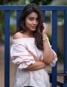 Actress Shriya Saran Hot72