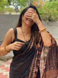 Anasuya Bharadwaj In Black Saree3