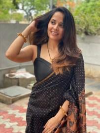 Anasuya Bharadwaj In Black Saree4