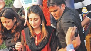 Crowd Misbehaved with Kareena