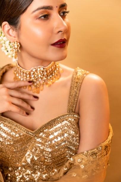 Raashi Khanna In Shimmering Golden Lehengas Hd Gallery2