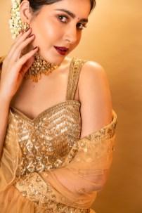 Raashi Khanna In Shimmering Golden Lehengas Hd Gallery3