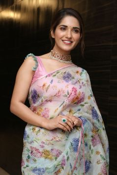 Ruhani Sharma Hot In Saree5