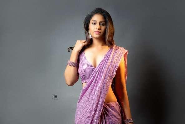 Dakksh iguttikonda latest hot pics in saree