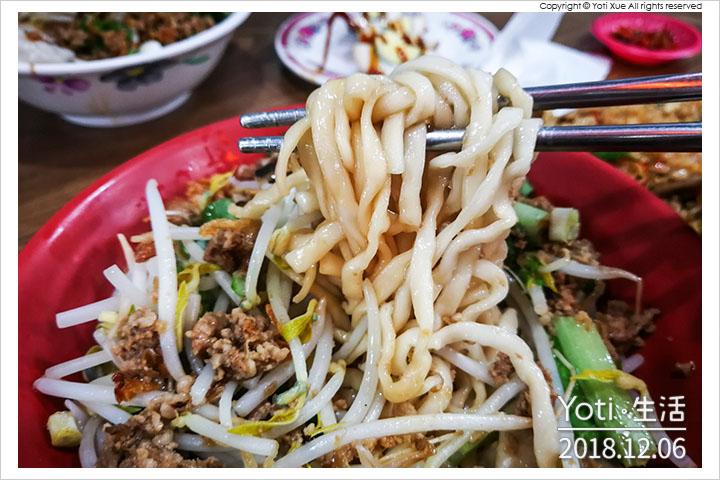 [花蓮美崙] 阿花麵店 | 美崙市場旁在地人的推薦麵館, 招牌雞捲與雞腸炒飯來這必點!