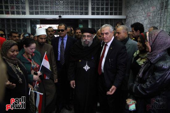 رئيس حى المقطم يتبرع لصندوق تحيا مصر (9)
